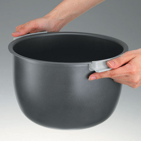 Stay cool side handles allow quick and easy transporting of the inner cooking pan