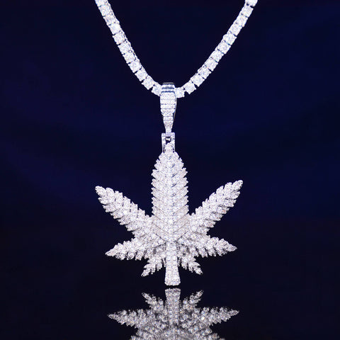 Hemp leaf Diamond Pendant (White Gold)
