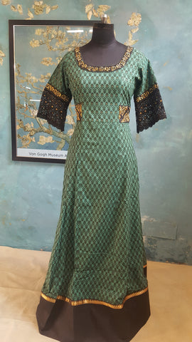 Green and Black dress with embroidered yoke bodice:OSldr17