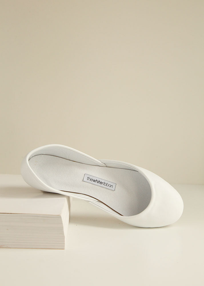 classic white smooth leather ballerinas from the front