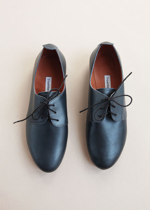 dark blue smooth leather oxford shoes with black laces in top view
