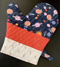 Load image into Gallery viewer, Oven Mitt Kit Dear Stella Speckled Insul-Bright Libs Elliott Moon Age fabric homemade