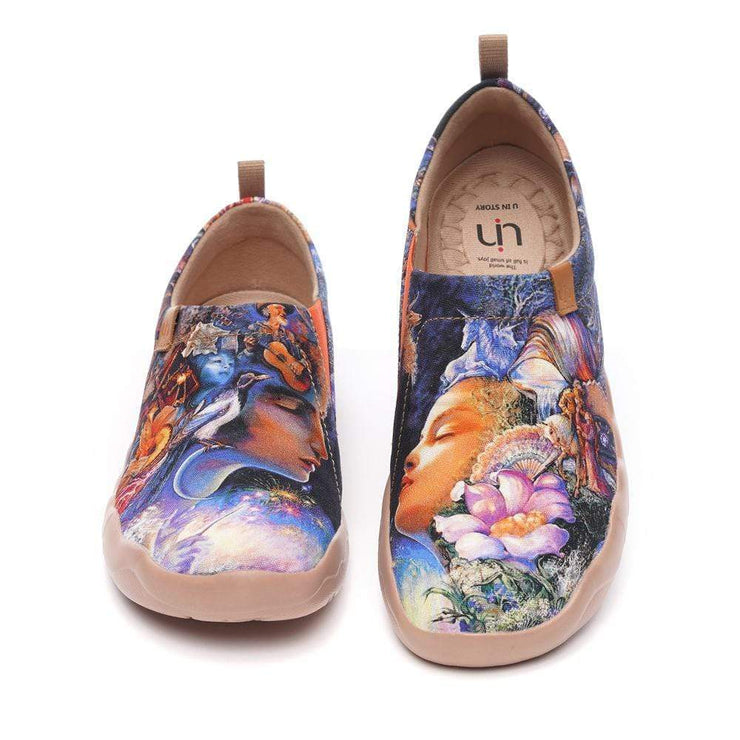 UIN Footwear Women Throw Me a Kiss Canvas loafers