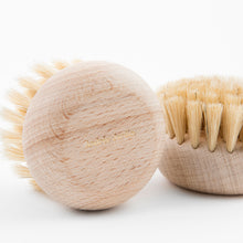 Load image into Gallery viewer, Andrée Jardin Beech Wood Body Brush