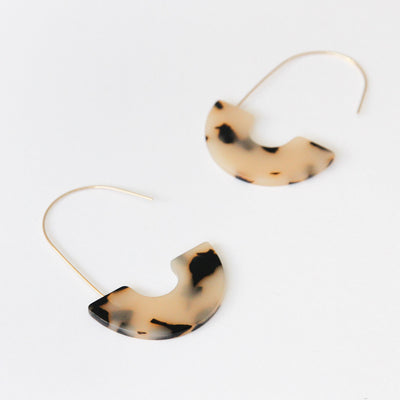 light-tortoiseshell-acrylic-half-hoop-earrings-da6084-Jewellery-1