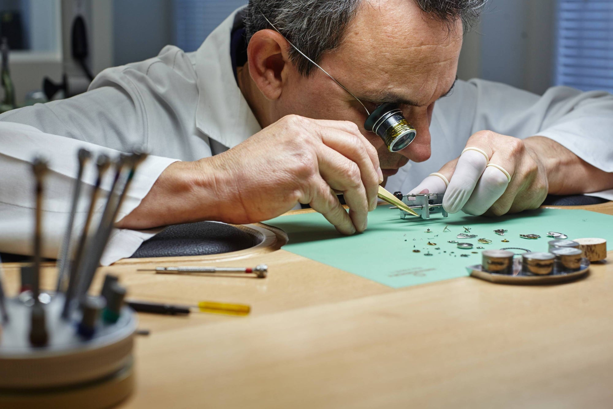 The Complete History of the Swiss Watchmaking Industry