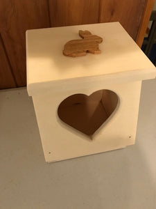Heart Shaped Rabbit Hay Feeder mini