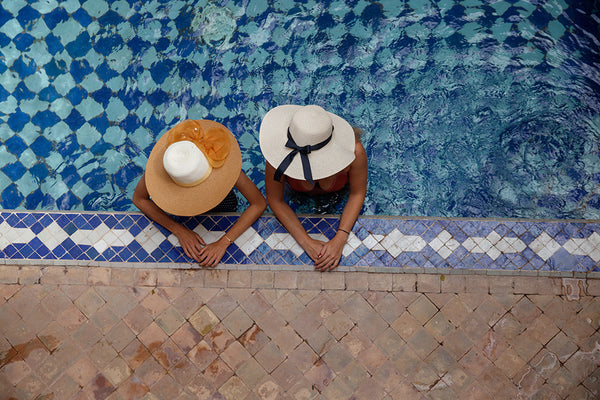 friends sun hats pool