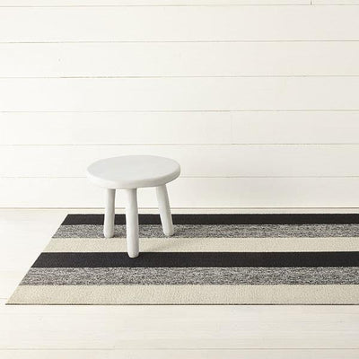 Chilewich Outdoor/Indoor Marbled Stripe Tufted Sha Mat Salt and Pepper