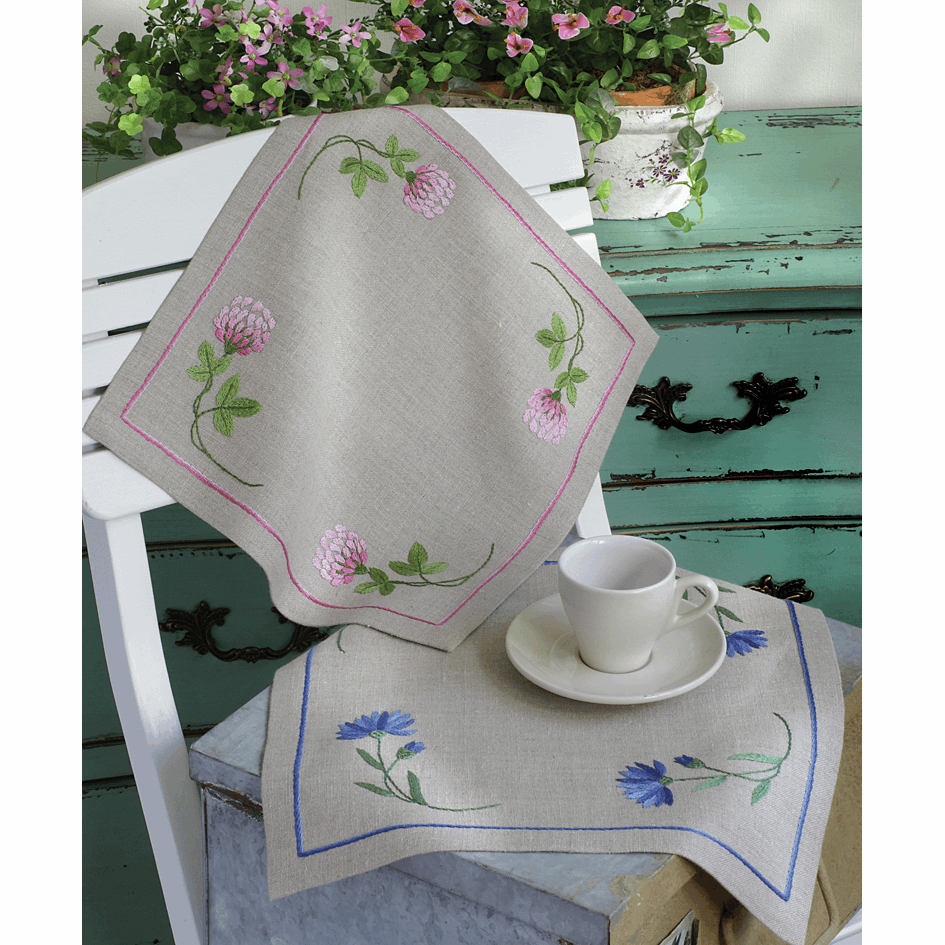 Clover Pink Tablecloth - Anchor Embroidery Kit 9240000\2335