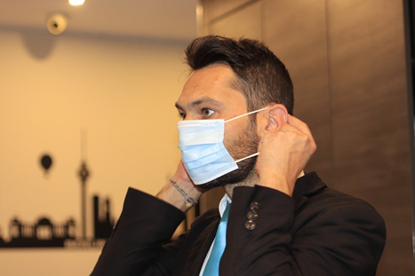 A Guy Wearing Jointown Mask - Jointown Medical Device – Jointown International