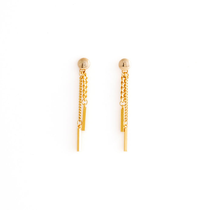 Gold chain dangling earrings by Estrela