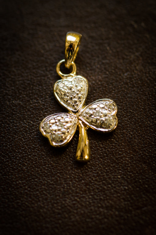 Shamrock diamond pendant