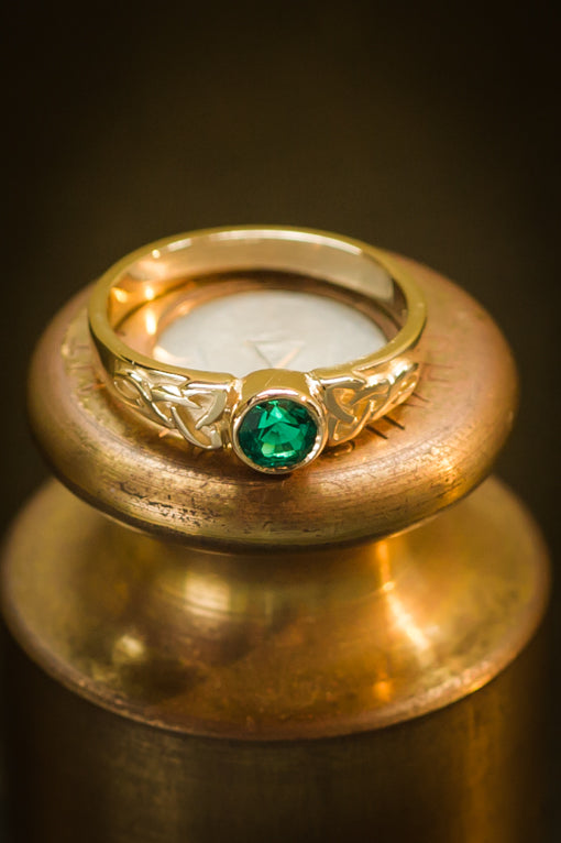 emerald & gold celtic ring