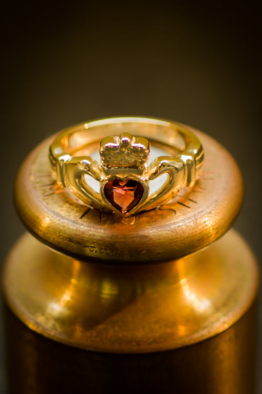 garnet claddagh ring
