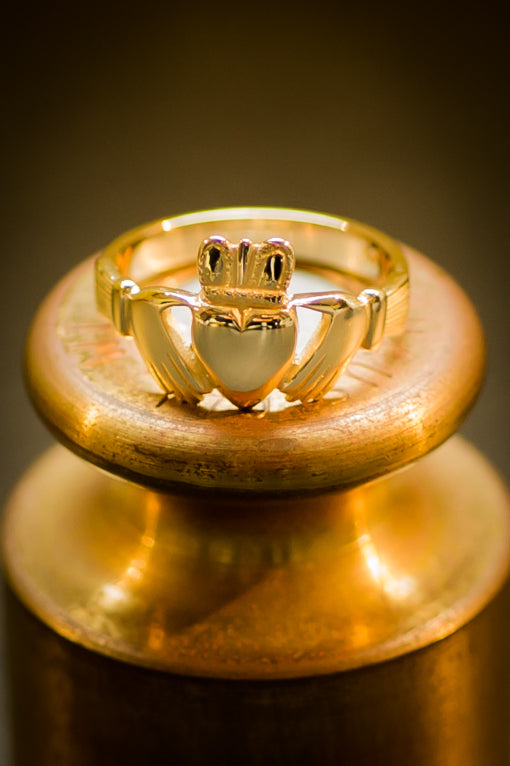 traditional irish claddagh ring