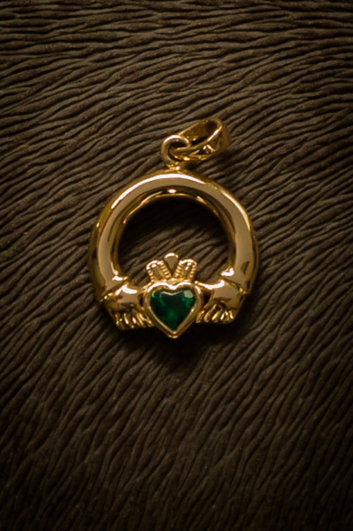 emerald set claddagh pendant