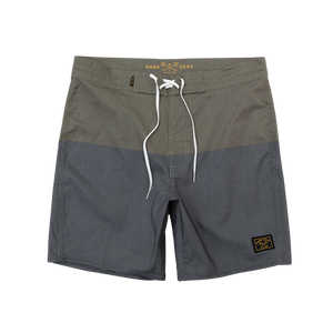 "Dark Seas Boardshort 17"" black\army"