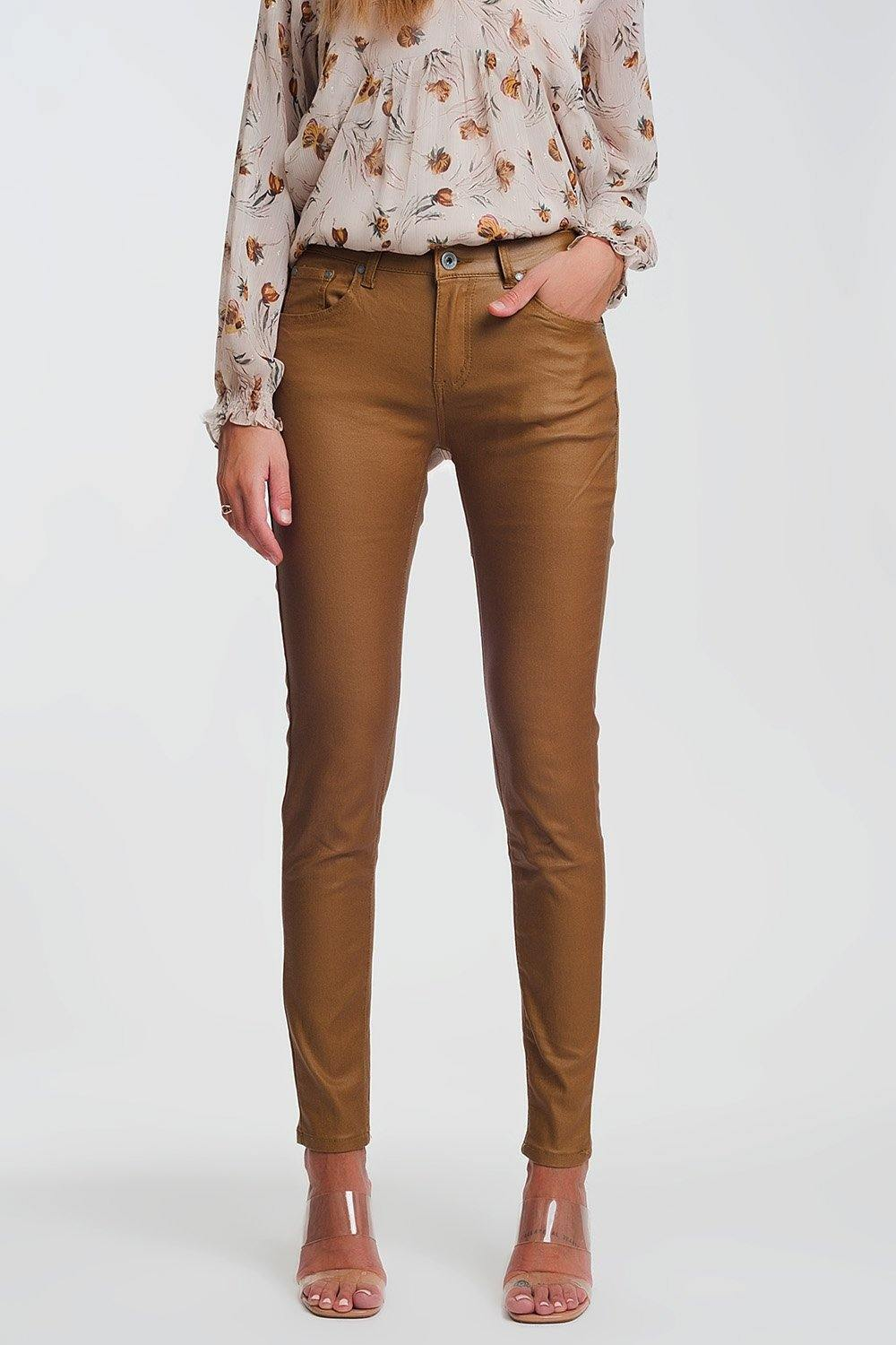 Q2 coated skinny pants in camel
