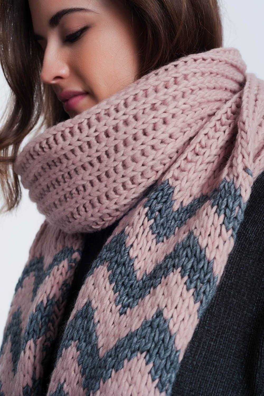 Q2 Thick knitted pink scarf with zigzag stripe detail