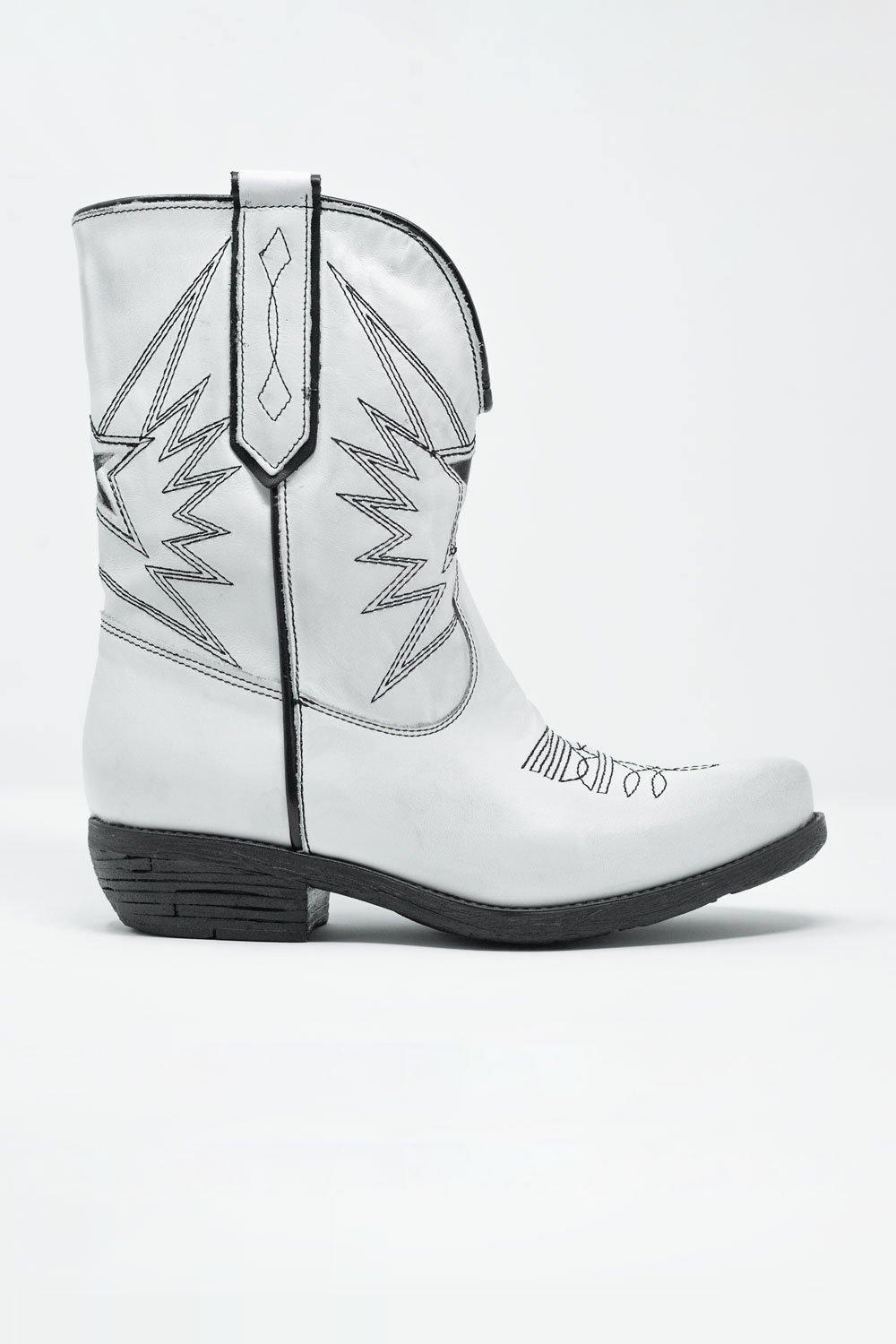 Q2 White western knee boots with black detail