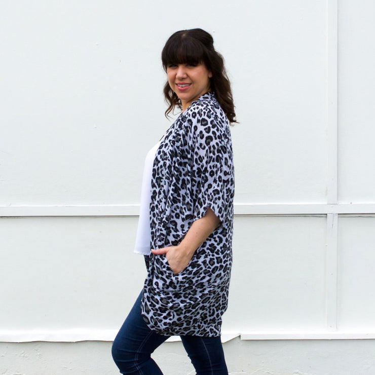 Grey leopard print kaftan with pockets