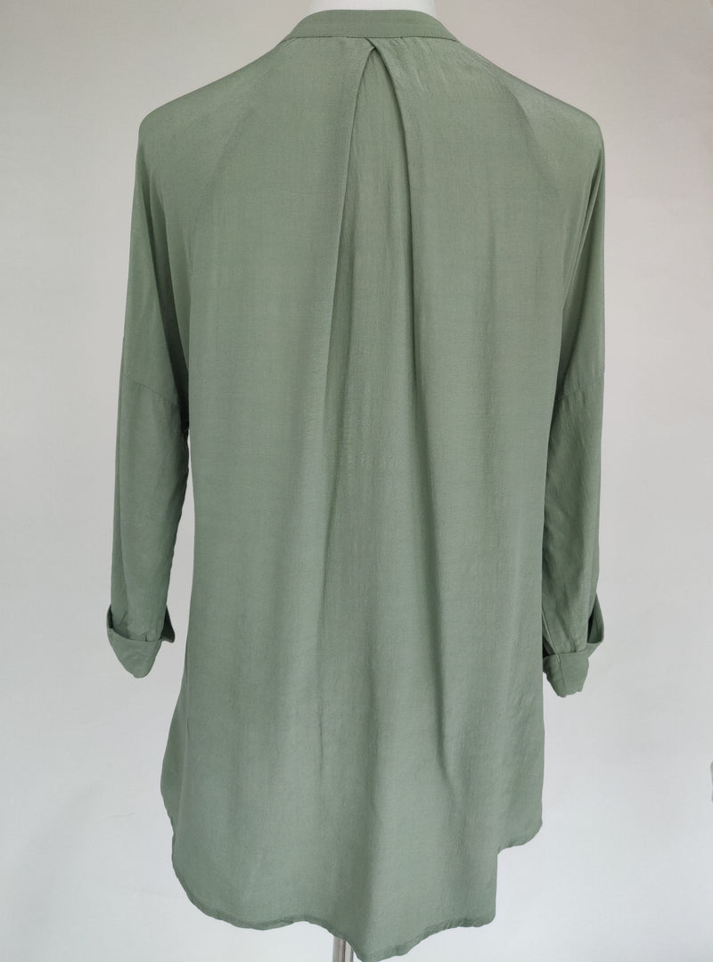 Summum Woman Green Long-Sleeved Blouse with Mandarin Collar (Small)