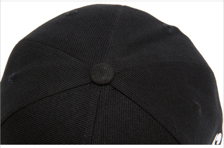 New men's hip hop style flat-brimmed hats Fashionable skull-embroidered baseball caps