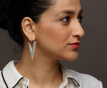 Load image into Gallery viewer, Ivory Ravine Earring