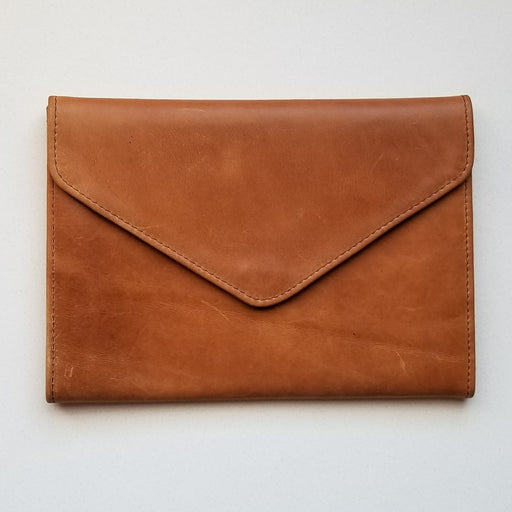 Tigist Clutch in Cognac