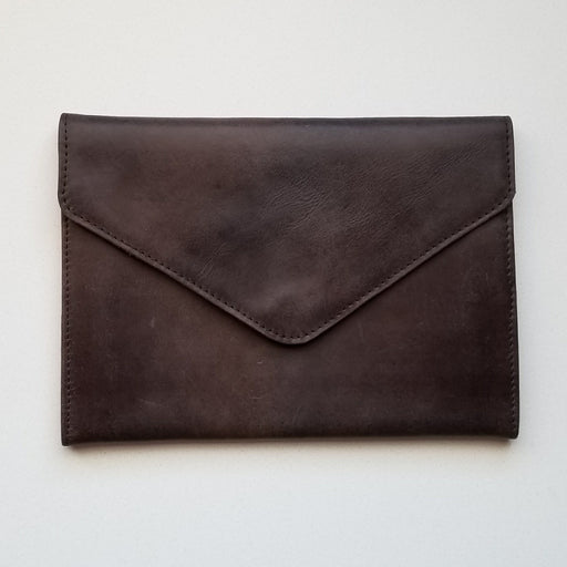 Tigist Clutch in Brown