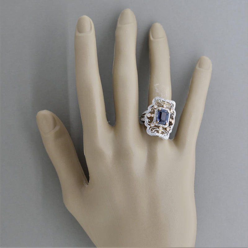 Antique-Style Color-Change Sapphire Diamond Gold Ring