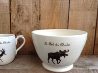 "Salad bowl for service with a deer or a moose as a design with french inscription ""le bol du chalet"