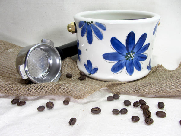 Boîte à marc de café.Barista style knock box with a blue flowers design