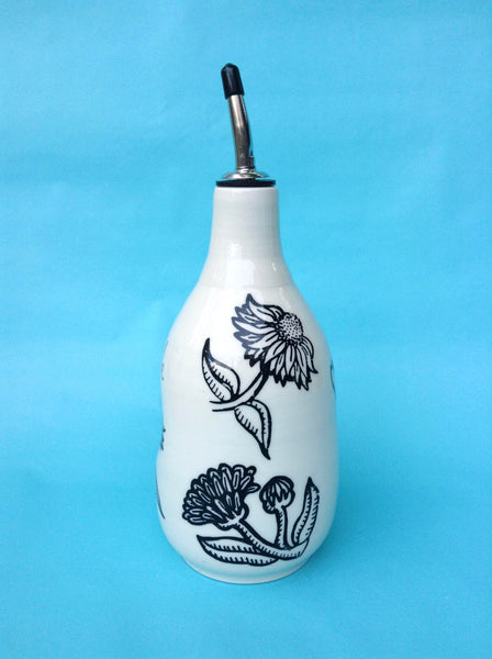 Bouteille d'huile ou de vinaigre avec motif fleurs noires.The Oil  or Vinegar white Bottle with flower patterns, with or without inscription