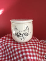 Beurrier breton avec chat grognon.The french butter dish, handmade with porcelain clay, with a grumpy cat