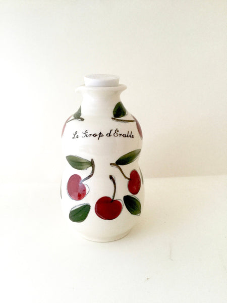 "Pichet à sirop fait à la main, avec motifs de cerises.Jug for maple syrup with a cherry pattern . French inscription ""Le Pichet à Sirop "". Handmade porcelain. handmade pottery"
