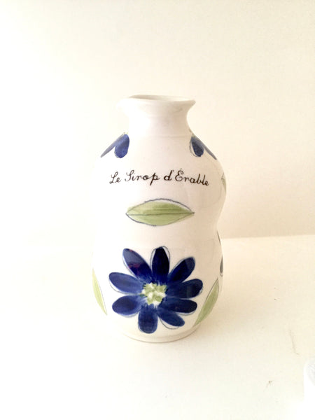 "Pichet à sirop d'érable avec design de fleurs peintes à la main.tourné à la main.Jug for maple syrup with a blue flowers pattern . French inscription ""Le Pichet à Sirop "". Handmade ceramic. hand painted pottery"