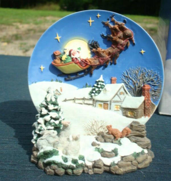 Christmas Home Decoration Christmas Plate and Stand Santa Claus in Sleigh Over the Rooftop Original Box Vintage Christmas Decor