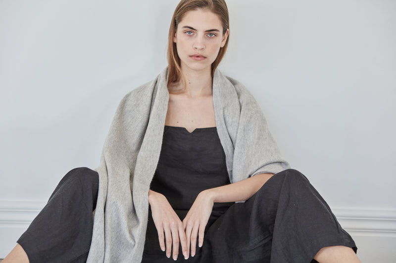 The Baby Wool Lounge Wrap | Light grey