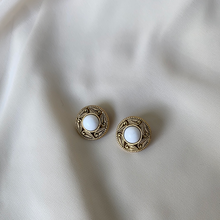 Load image into Gallery viewer, Vintage Clip on Earrings