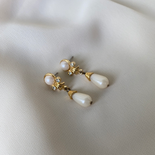 Load image into Gallery viewer, Vintage Renaissance Pearl Dangle Earrings