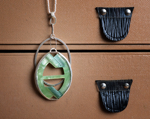 Green buckle necklace