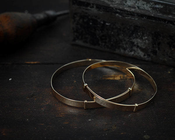 Expanding bangle 9ct yellow gold