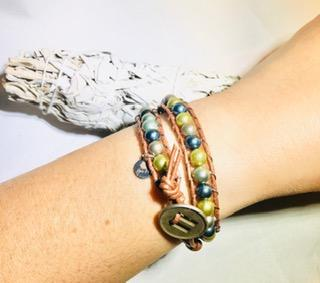 6 mm Storm Mix Shell Pearl - Double Wrap Leather Bracelet