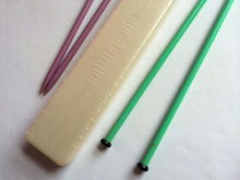 Load image into Gallery viewer, Pearl White Vintage Knitting Needle Case
