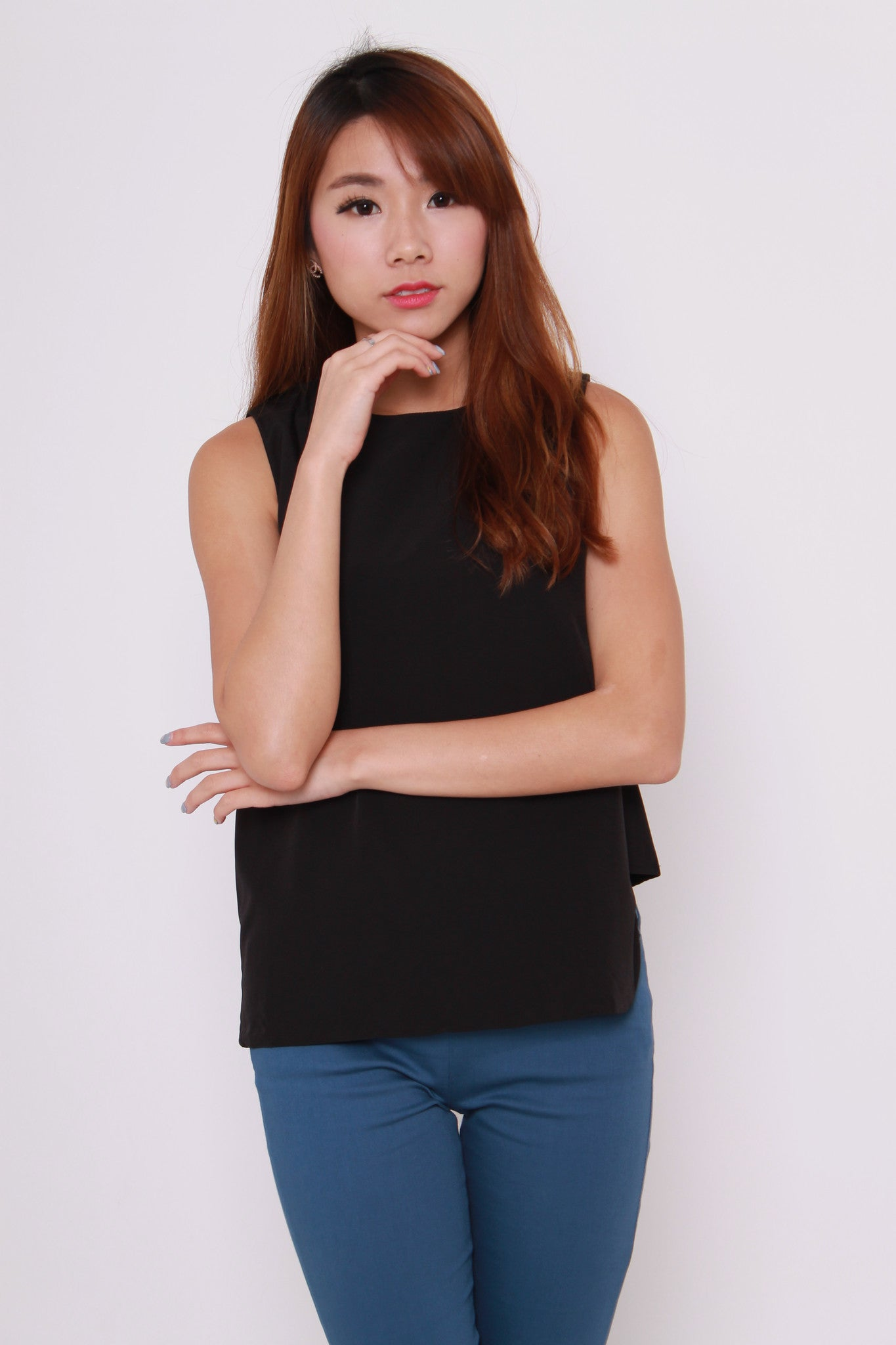 Romian Layer Curve Hem Top in Black