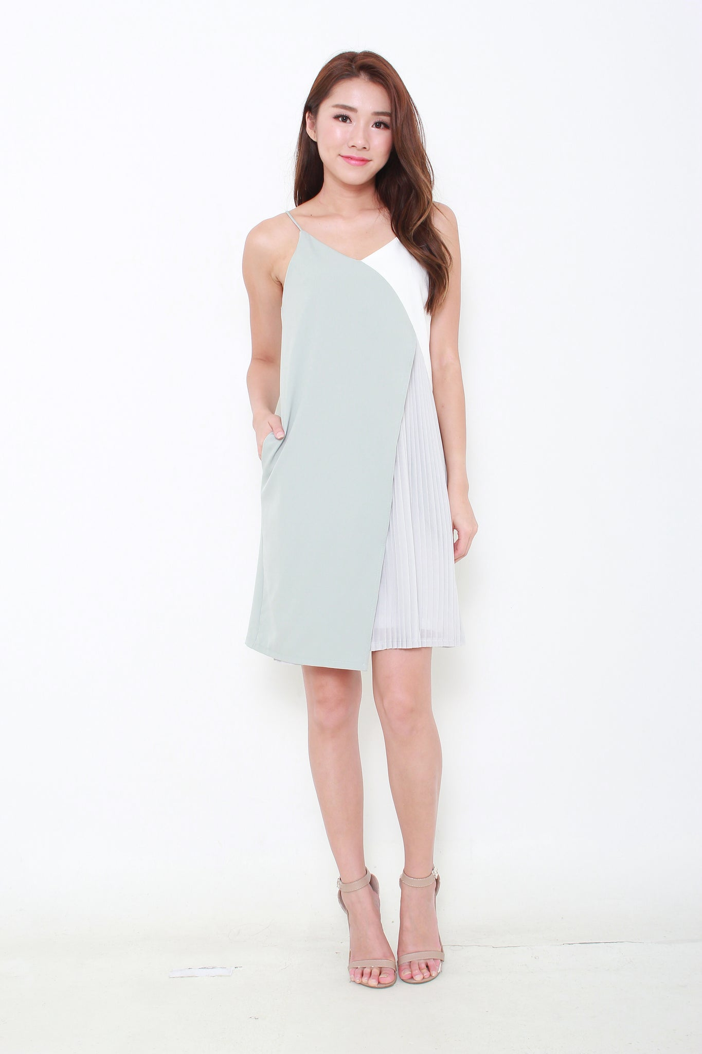 9da767b2373b Alice Colour Block Pleat Layer Slip Dress in Green – nassa