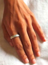 Load image into Gallery viewer, Wise word LOVE/AMOUR silver 925 ring