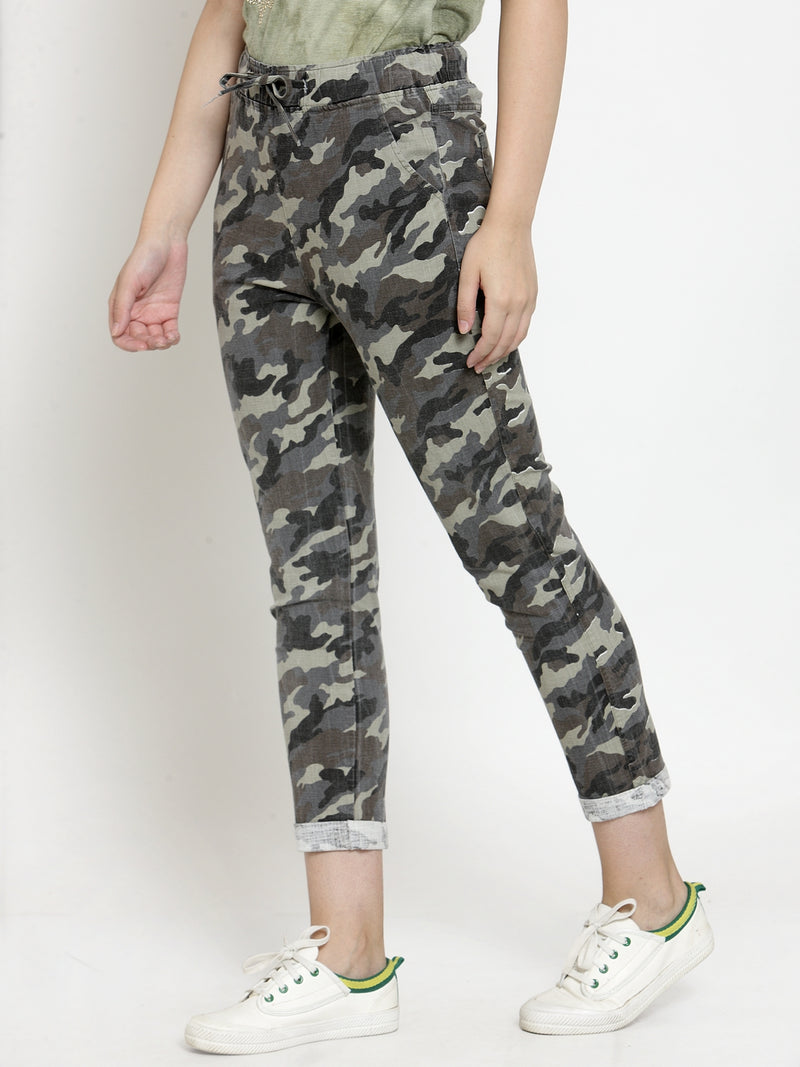 Women Green & Black Regular Fit Printed Regular Trousers
